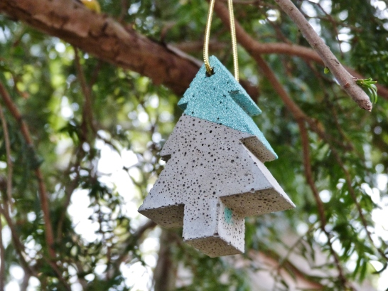 Hanging tree decoration in grey concrete with green glitter paste decoration