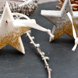Hanging stars in white & grey concrete with gold glitter decoration
